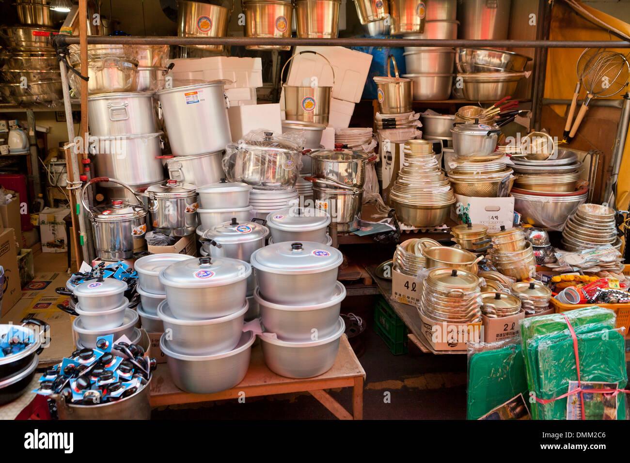 Cookware store at Jagalchi shijang (traditional outdoor market) - Busan, South Korea - Stock Image