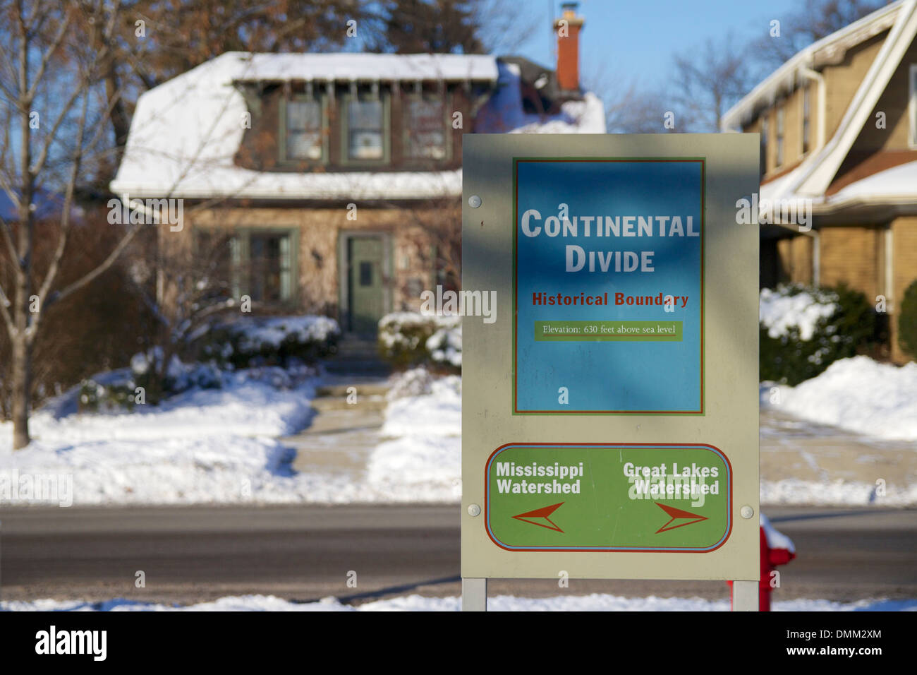 Continental divide marker, Oak Park, Illinois. Mississippi/Great Lakes watershed divide. - Stock Image