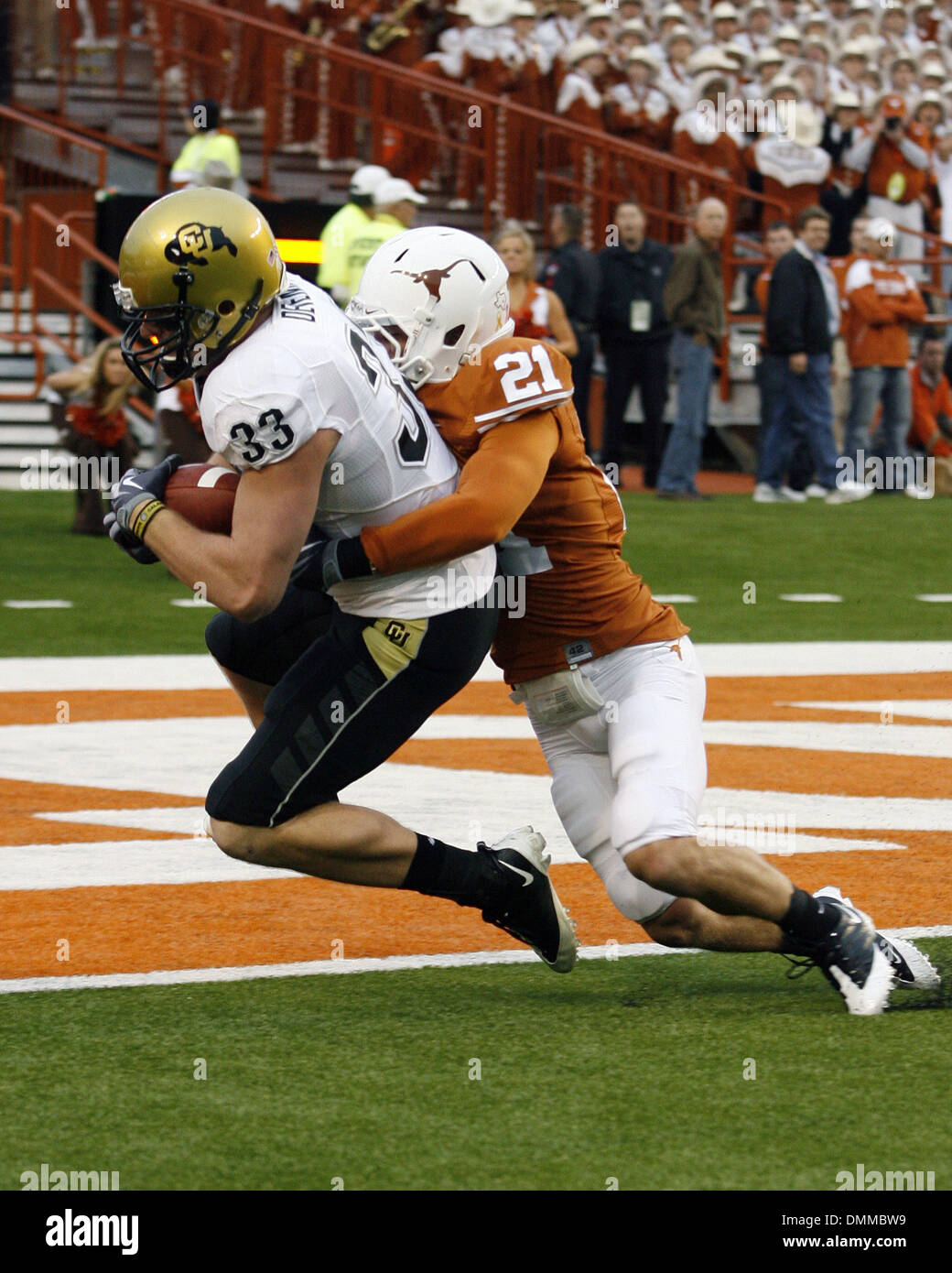 10 OCT 2009: Colorado tight end Patrick Devenny hauls in a Cody Hawkins pass from 25 yards out in front of Texas safety Blake Gideon for the first score of the game. (Credit Image: © Southcreek Global/ZUMApress.com) - Stock Image