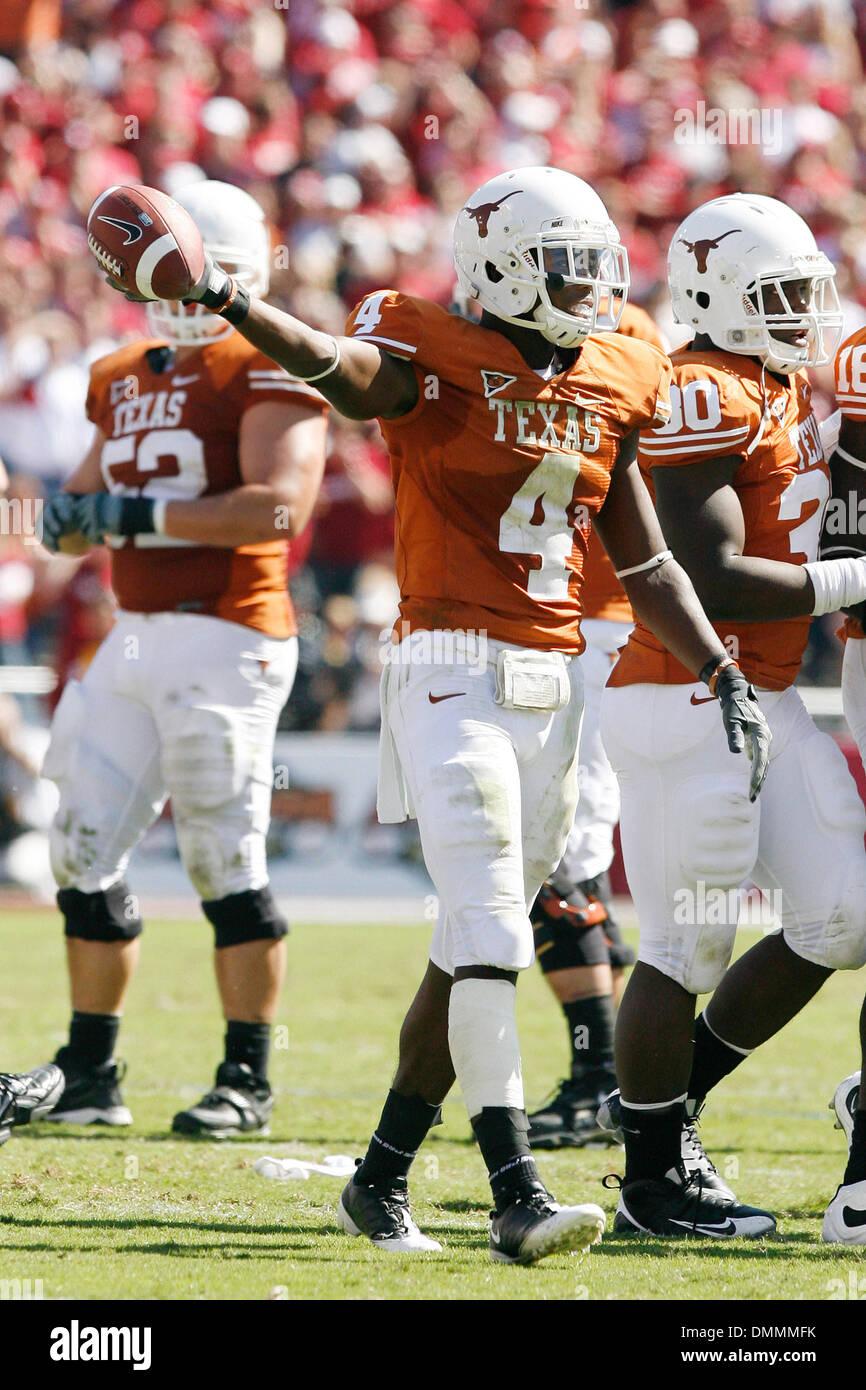 17 October 09: Texas's Dan Buckner became the ''go-to guy'' when Oklahoma keyed on Jordan Shipley in Texas's passing game. (Credit Image: © Southcreek Global/ZUMApress.com) - Stock Image