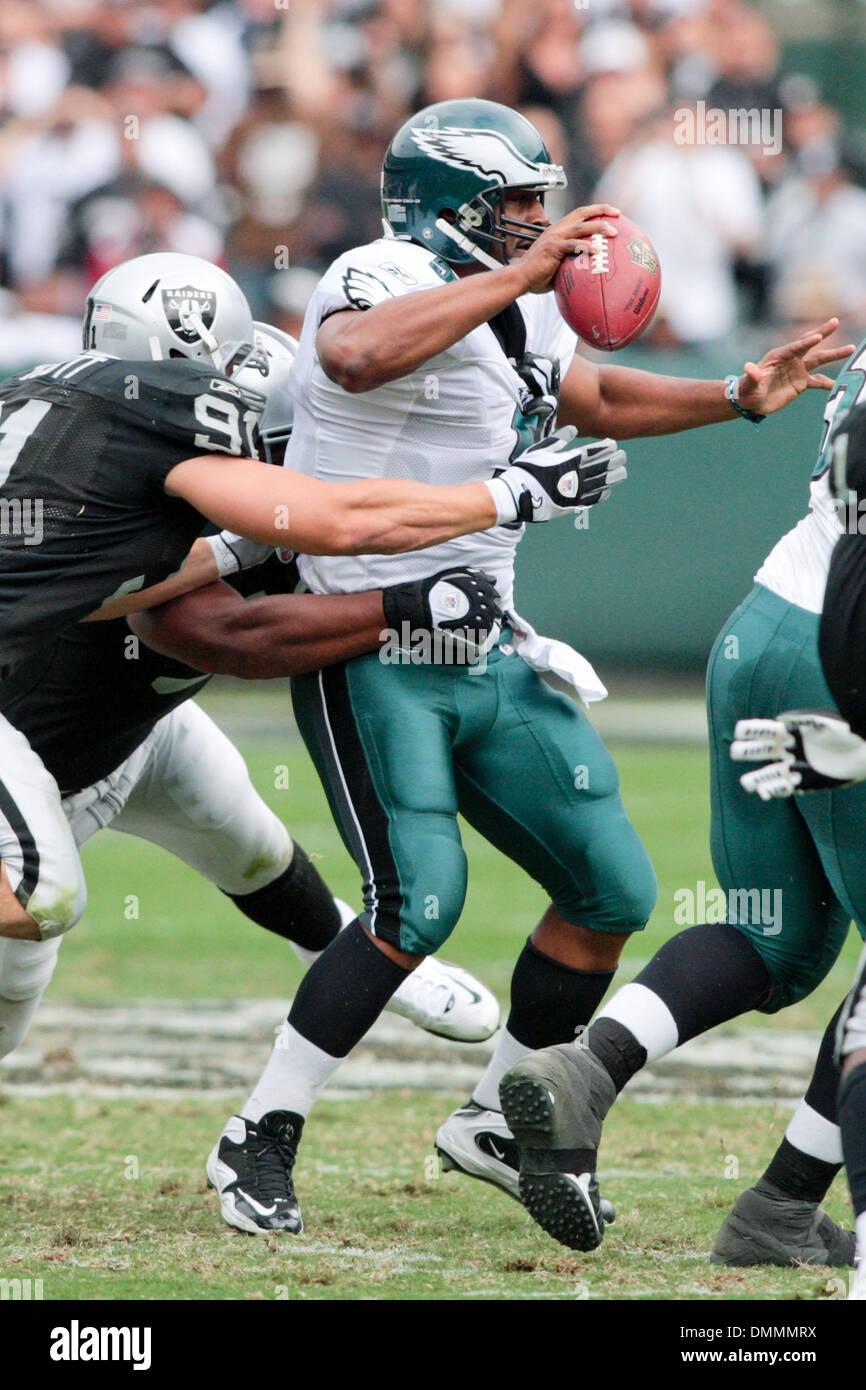 92239cd5da5 18 October 2009: Philadelphia Eagles Donovan McNabb (5) is rushed during  game action