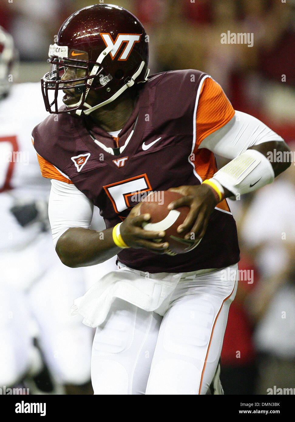 Sep 05, 2009 - Atlanta, Georgia, USA - NCAA Football - Virginia Tech's TYROD TAYLOR (5) looks to pass against Alabama during the first half of their season opener in the Georgia Dome. (Credit Image: © Josh D. Weiss/ZUMA Press) - Stock Image