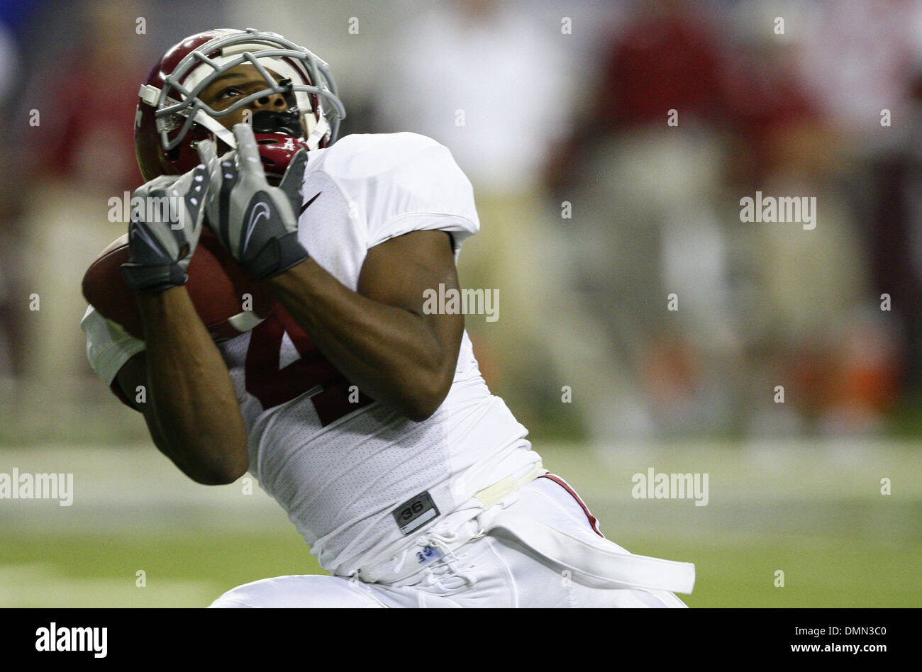 Sep 05, 2009 - Atlanta, Georgia, USA - NCAA Football - Alabama's MARQUIS MAZE (4) catches a deep pass during the second half of his team's game against Virginia Tech in the Georgia Dome. (Credit Image: © Josh D. Weiss/ZUMA Press) - Stock Image