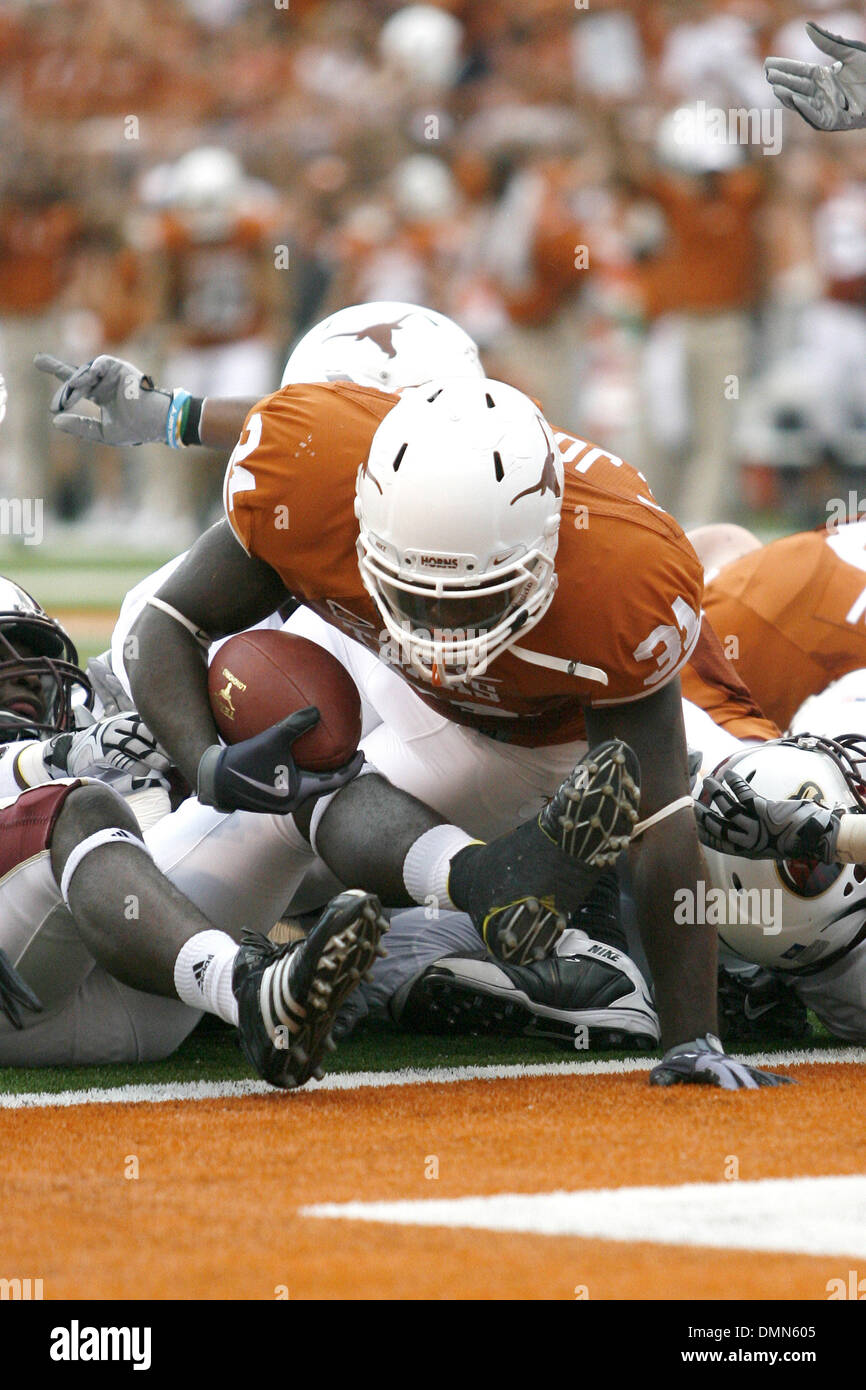 05 SEP 2009: Texas running back Cody Johnson racks up a Texas touchdown in first half action at DKR Memorial Stadium in front of a record crowd of 101,096. (Credit Image: © Southcreek Global/ZUMApress.com) - Stock Image