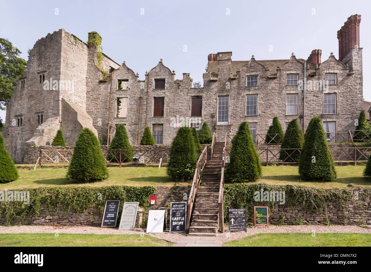Castle and steps to shops, Hay on Wye, Hereford, England, UK - Stock Image