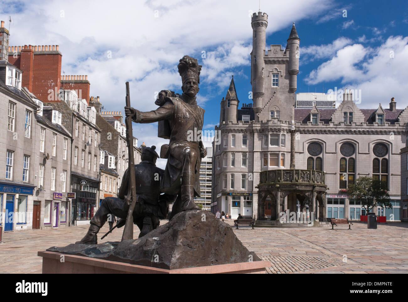 gordon highlanders statue castlegate union street Stock Photo