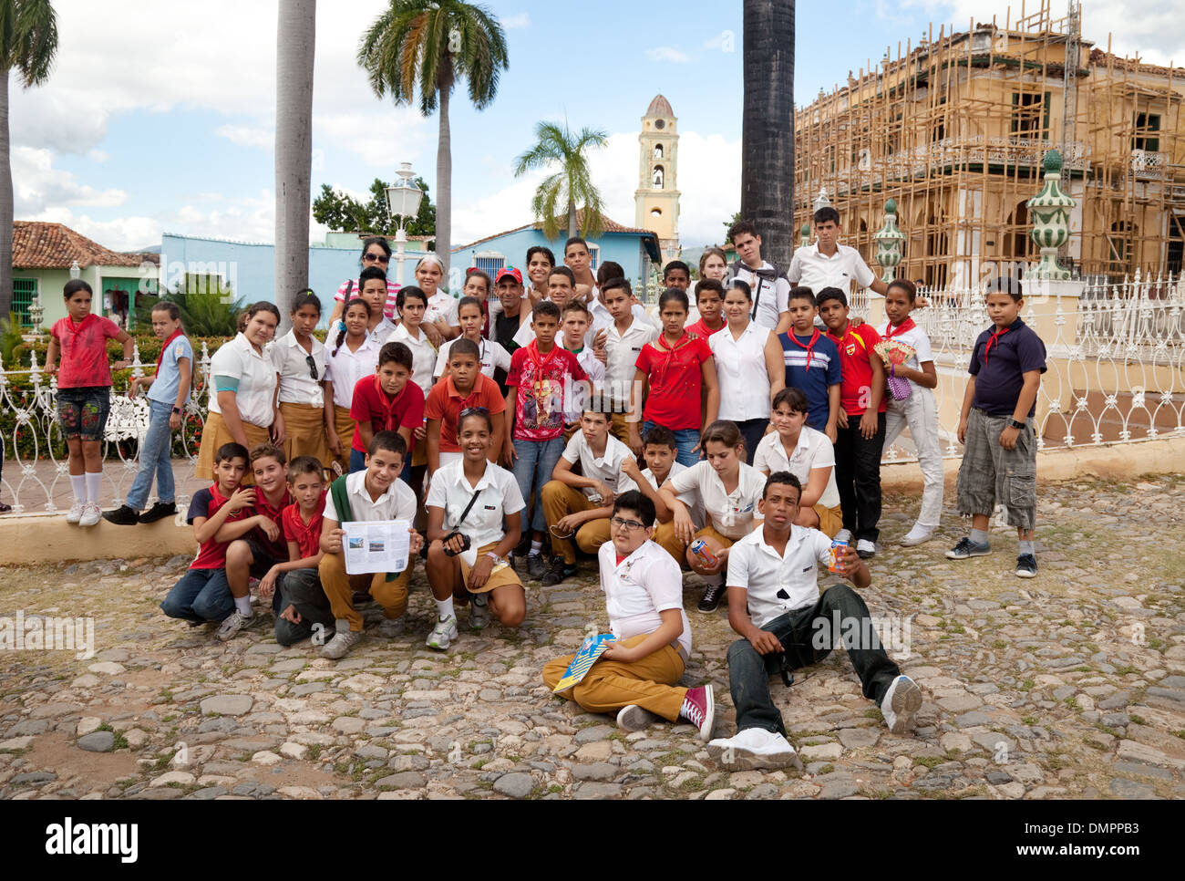 Cuba - a group of secondary schoolchildren on a day trip in the Plaza major central square, Trinidad town, Cuba, Caribbean - Stock Image