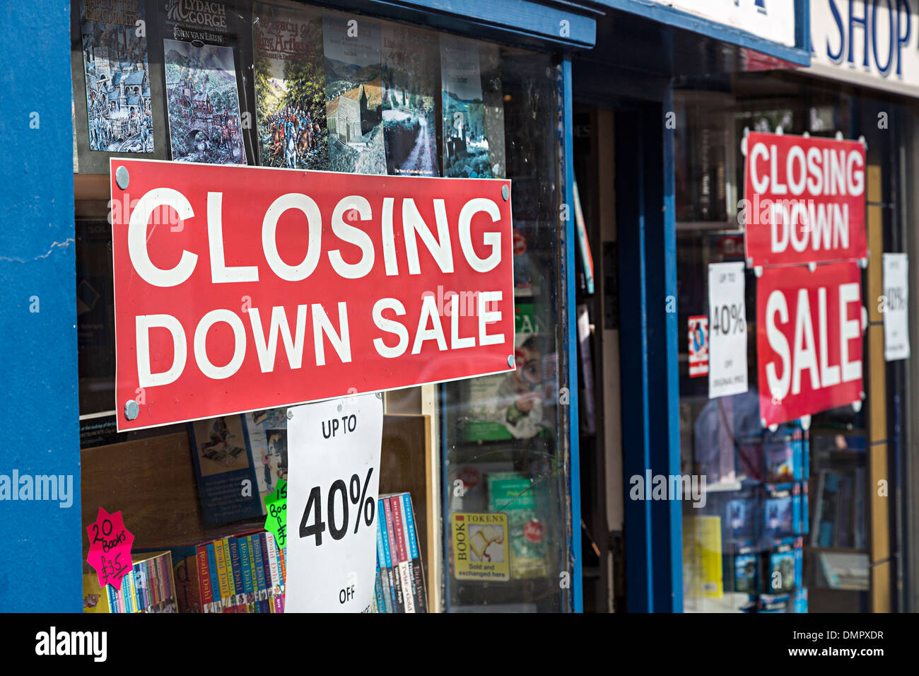 Closing down sale sign in book shop window, Abergavenny, Wales, UK - Stock Image