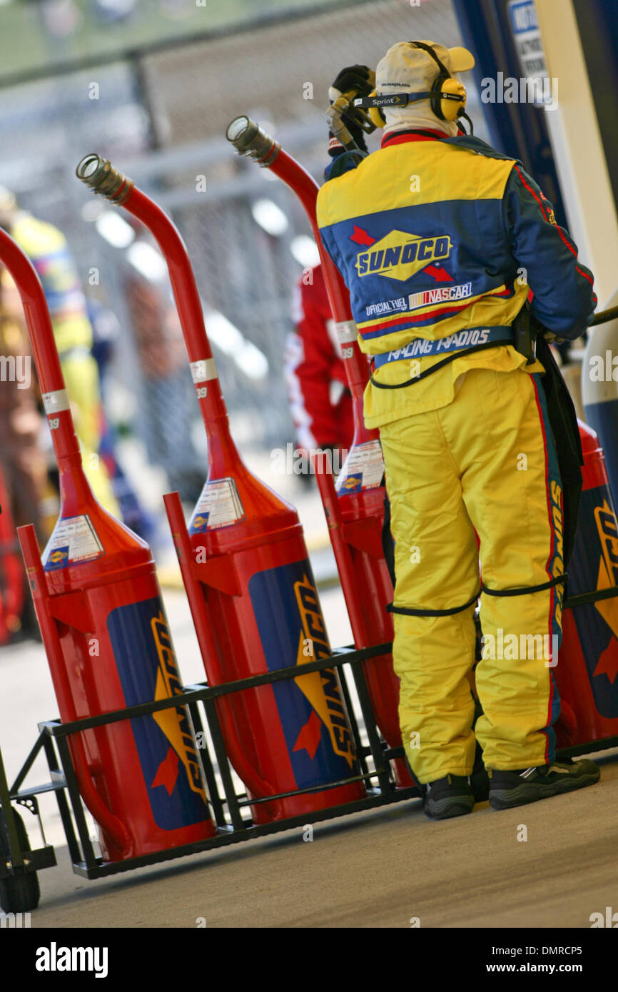 04 October 2009: Sunoco racing fuel is loaded into gas cans