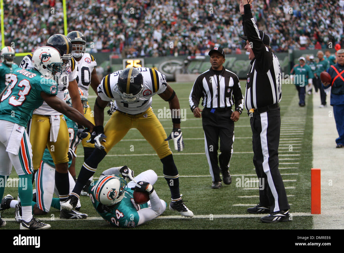 4d1fb318 The Miami Dolphins defeated the New York Jets 30-25 at Giants Stadium  Rutherford,