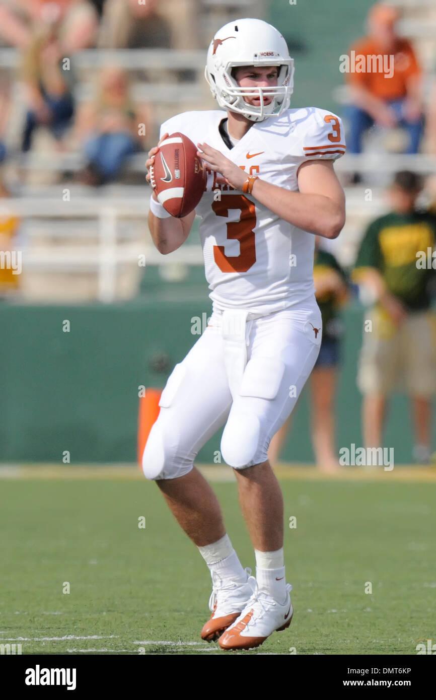 True Freshman Texas Qb Garrett Gilbert Looks To Pass As The 2 Texas Stock Photo Alamy