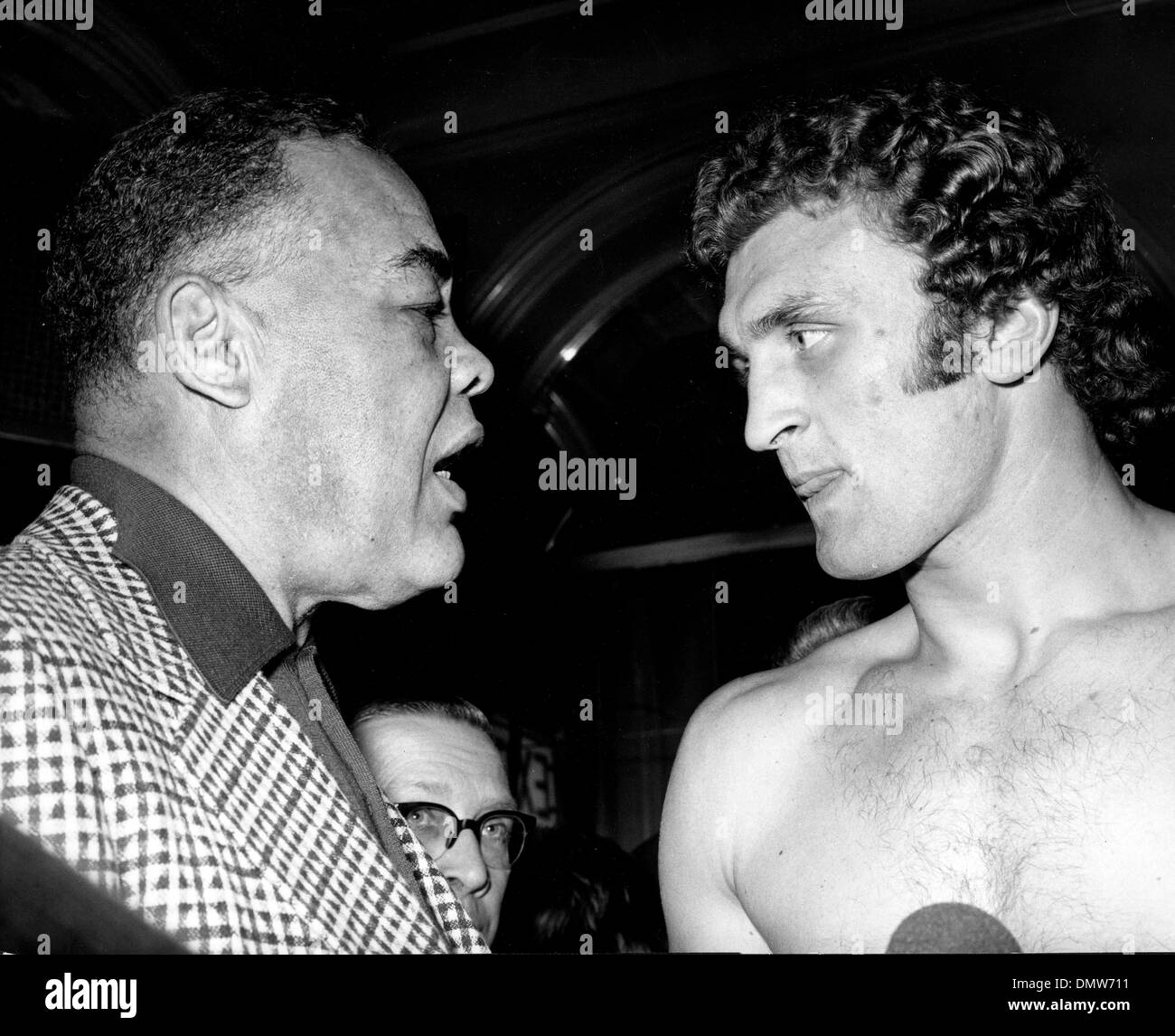 Jan 16, 1973; London, England, UK; JOE LOUIS, the former world heavyweight champion, has a word with JOE BUGNER, the European heavyweight champion, at the Horseshoe Hotel, Tottenham Court Road, where Bugner weighed in for his title defence against Holland's Rudi Lubbers at the Royal Albert Hall. (Credit Image: © KEYSTONE Pictures USA) - Stock Image