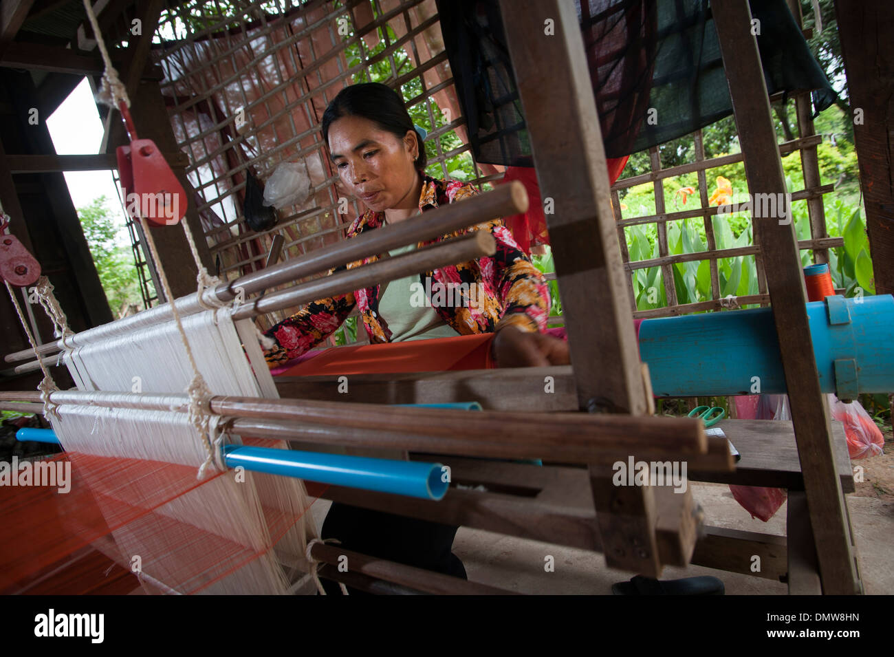 Weaving silk for the ethical fashion brand Solieries du Mekong in Banteay Chhmar,Cambodia. - Stock Image