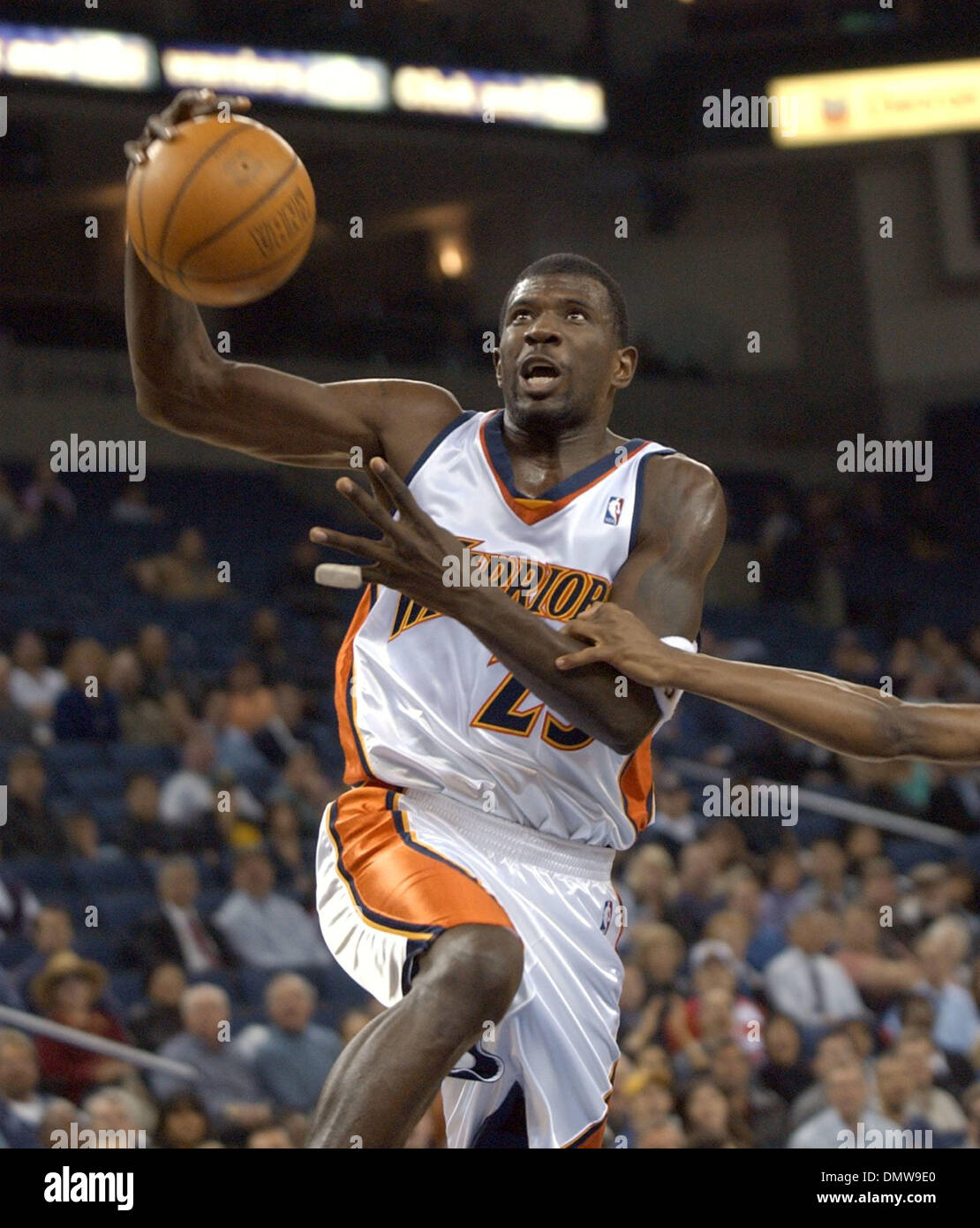 Dec 03, 2002; Oakland, CA, USA; Golden State Warriors Jason Richardson drives to the basket past a Denver Nuggets player in the first half of game played at The Arena in Oakland, Calif. on Tuesday December 03, 2002. Richardson scored 10 points in the first half. - Stock Image