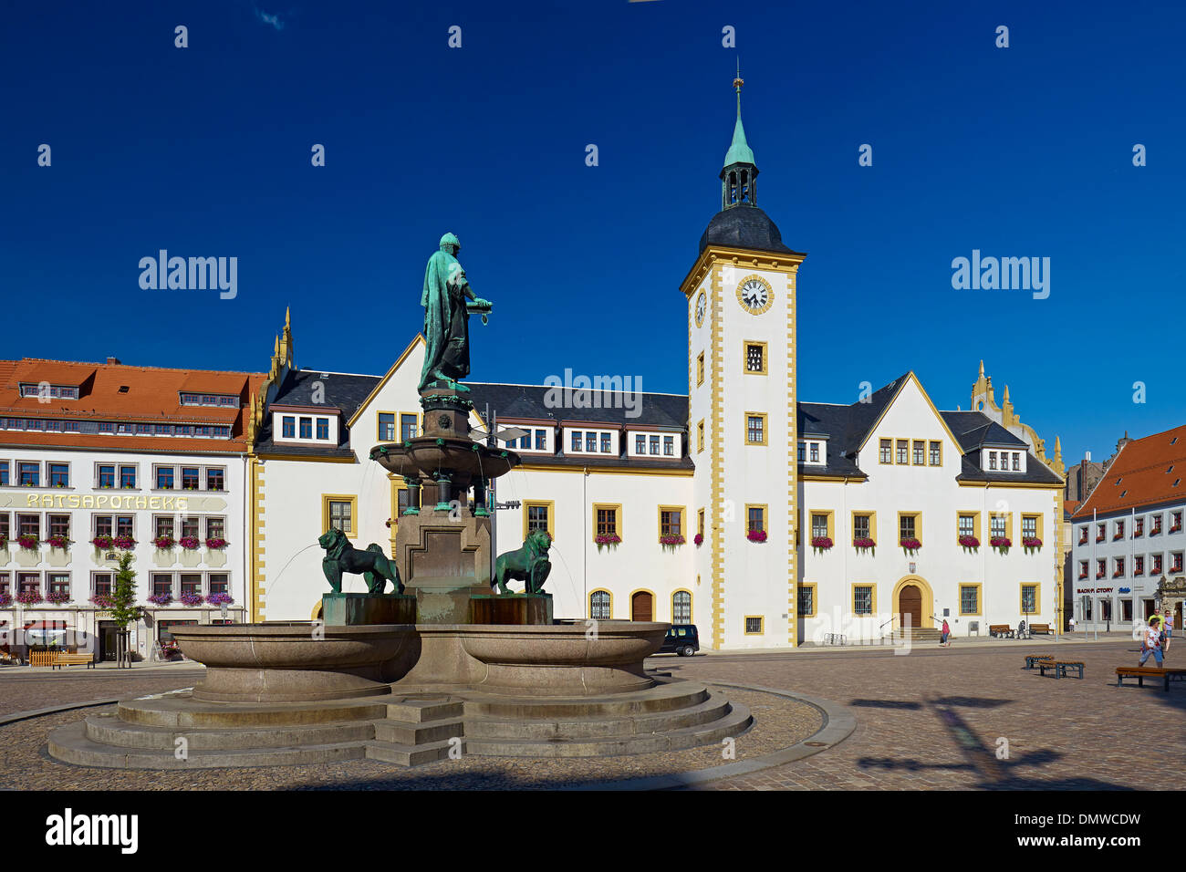 Obermarkt square with City Hall and fountain with Otto II monument in Freiberg, Mittelsachsen District, Saxony, Germany - Stock Image