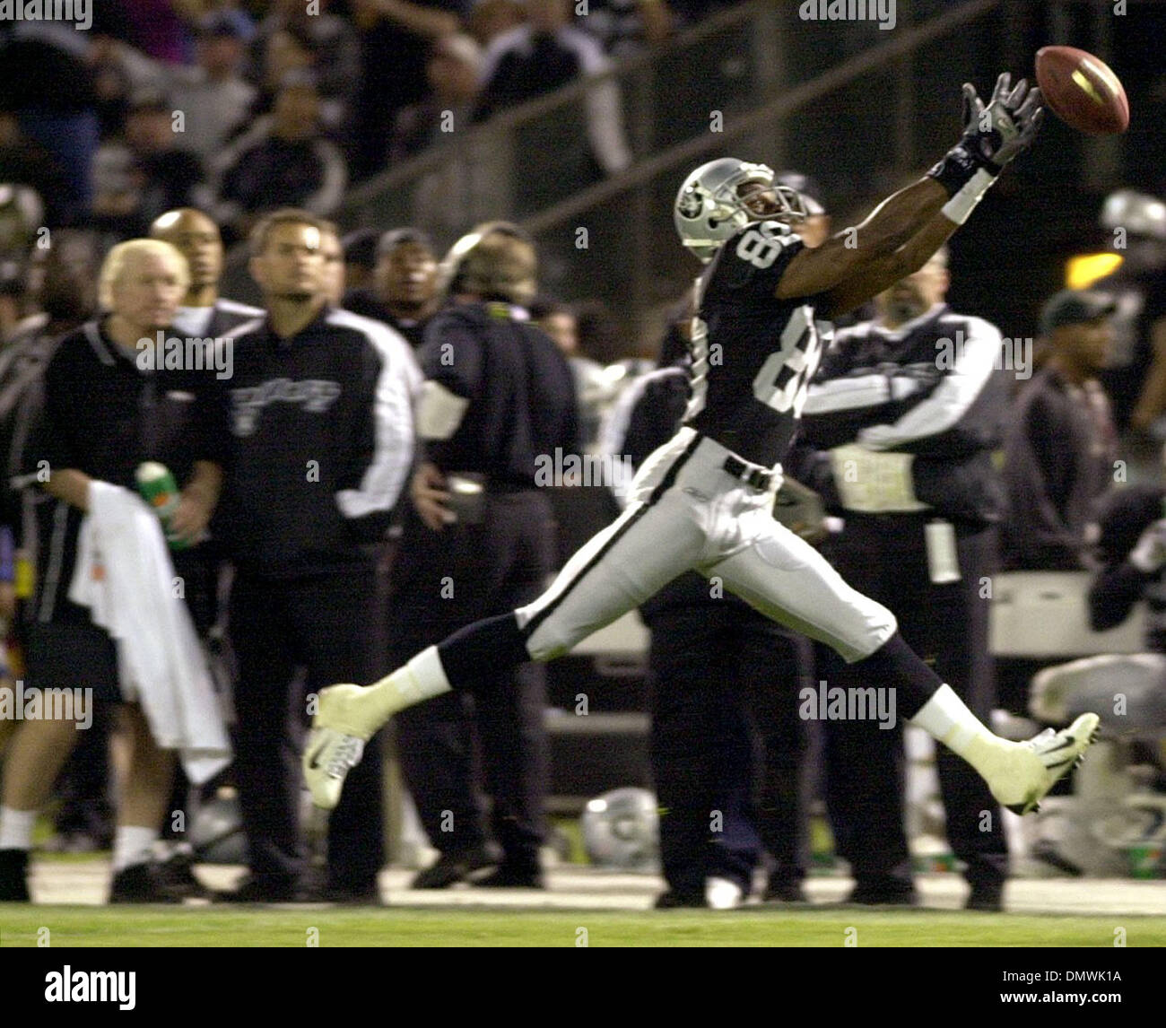 new styles 0971f d9f44 Nov 05, 2001; Oakland, CA, USA; Oakland Raiders WR Jerry ...
