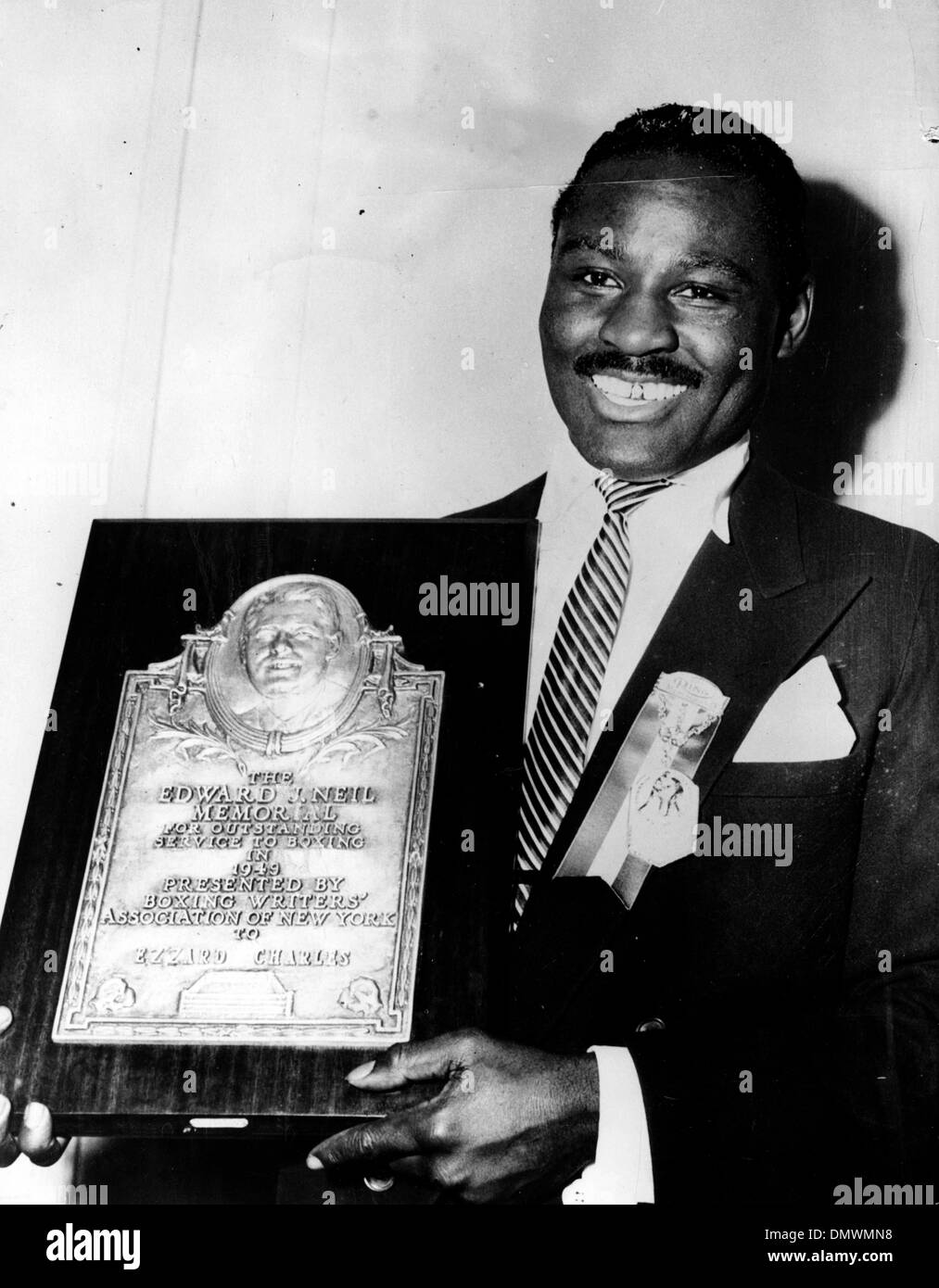 Jan. 17, 1950 - New York, New York, USA - EZZARD CHARLES was an African-American professional boxer and former Heavyweight Champion of the world. PICTURED: EZZARD CHARLES with the Edward J. Neil memorial Boxing plaque he was awarded in 1949.   (Credit Image: © KEYSTONE Pictures USA/ZUMAPRESS.com) - Stock Image