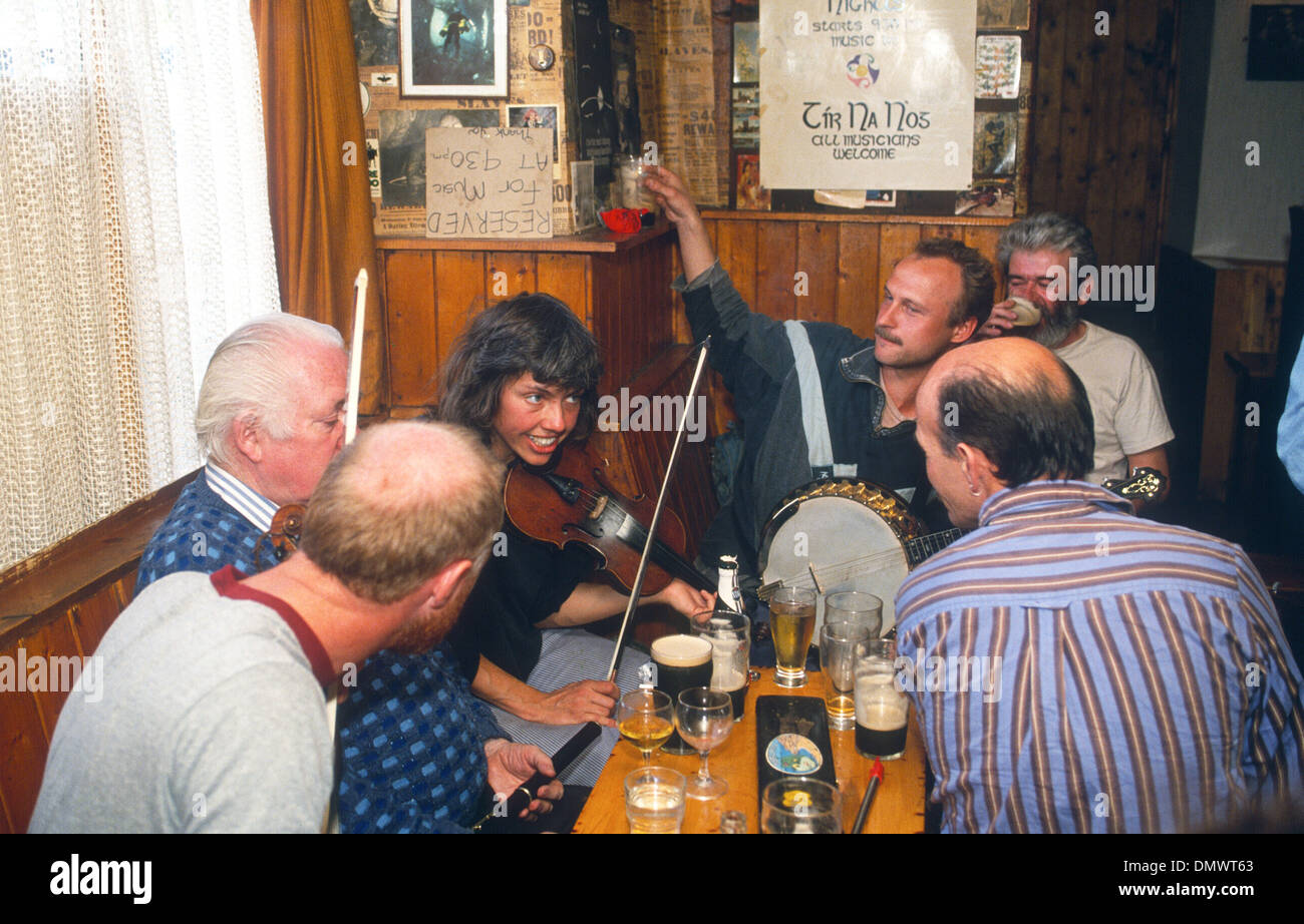 IRELAND  Musicians take a break at The Roadside Tavern Lissdoonvarna Co Clare - Stock Image