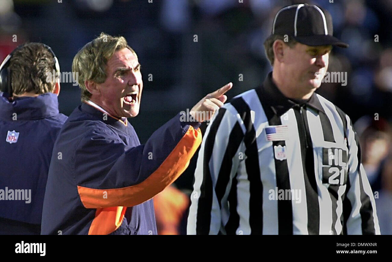 Dec 22, 2002; Oakland, CA, USA; Broncos' head coach Mike Shanahan screams at head linesman John Schleyer after he felt cheated by a penalty with the ball on the 2-yard-line with 7 seconds left in the 1st half of their game against the Raiders on Sunday, December 22, 2002 at Network Associates Coliseum in Oakland, Calif. - Stock Image