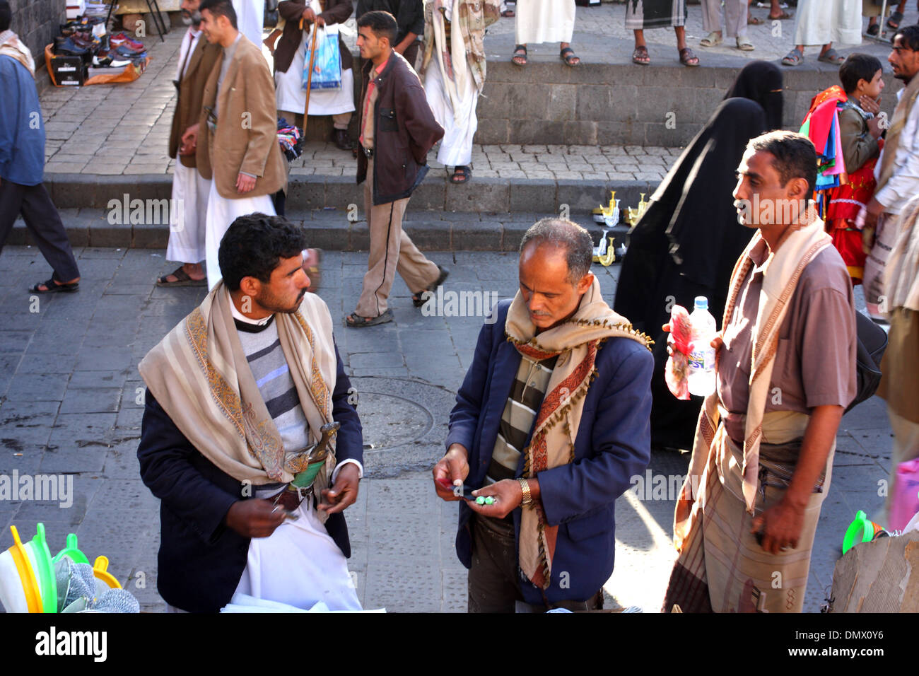 Men shopping in the old city, Sanaa, Yemen - Stock Image