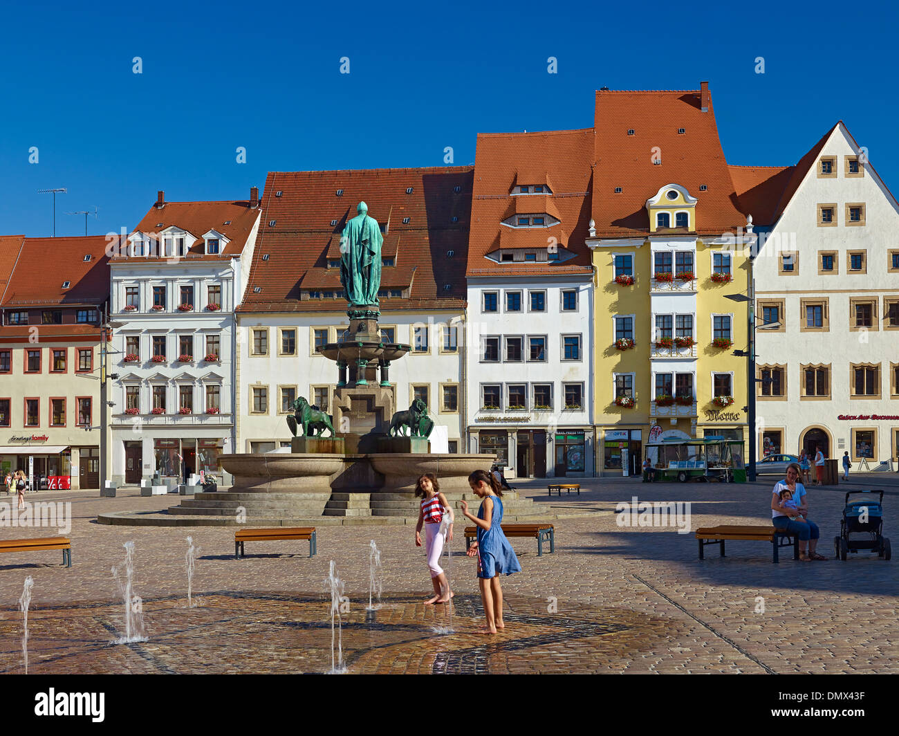 Houses on Obermarkt square and fountain with Otto II monument in Freiberg, Mittelsachsen District, Saxony, Germany - Stock Image