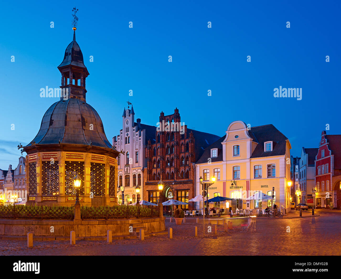 Waterworks with Alter Schwede restaurant and Reuter house on the market Hanseatic city of Wismar Mecklenburg-Vorpommern Germany - Stock Image