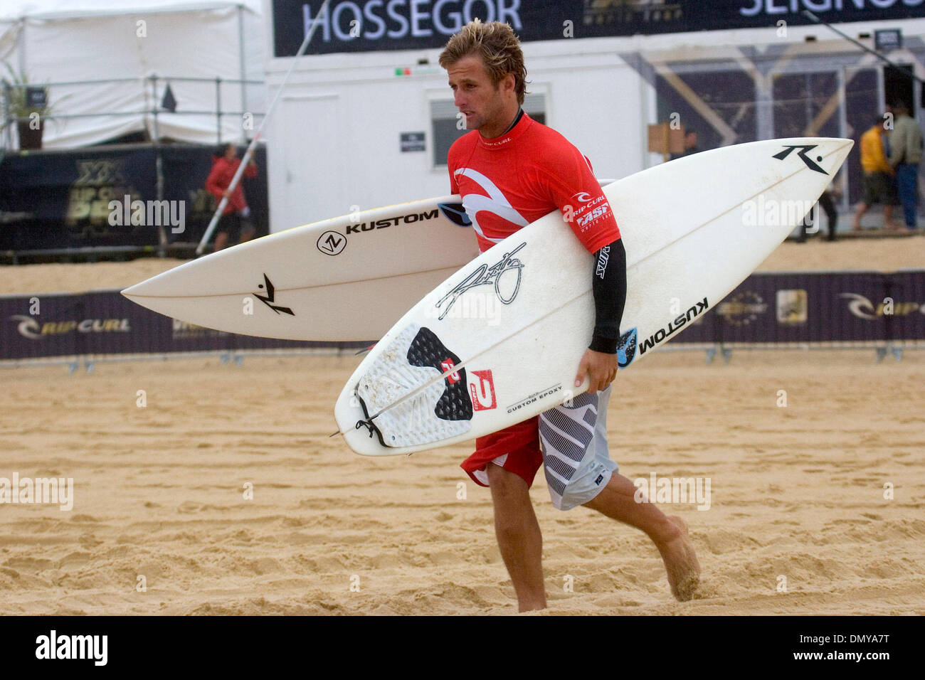 Aug 24, 2006; Hossegor, FRANCE; JOSH KERR (Coolangatta, Gold Coast, Australia) (pictured) gets ready to paddle out for his round two heat in what organisers have called onshore stormy conditions.  After two days of no competitive surfing due to lack of surf, round two was restarted yesterday and continues today in rain driven by gale force winds resulting in the testing surf. The 2 - Stock Image