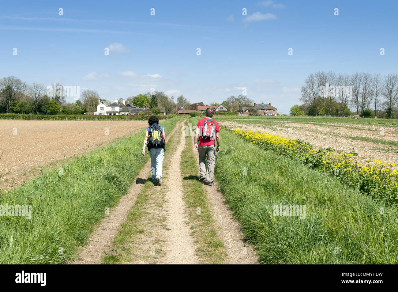 Couple walking on country lane near Nob's Crook in Hampshire, England, UK - Stock Image