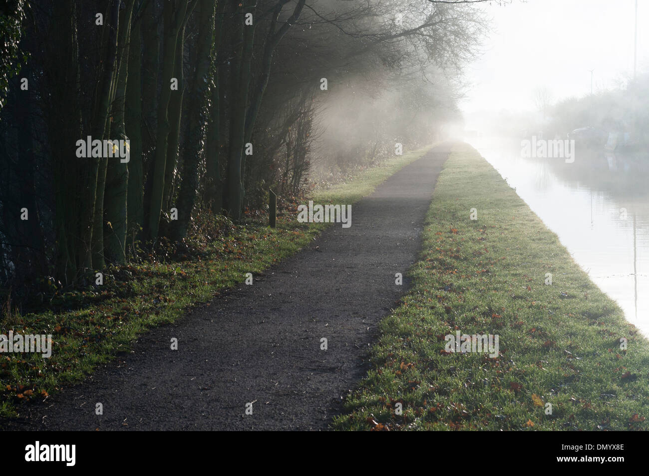 Misty towpath beside the Grand Union Canal in Cosgrove, Northamptonshire - Stock Image