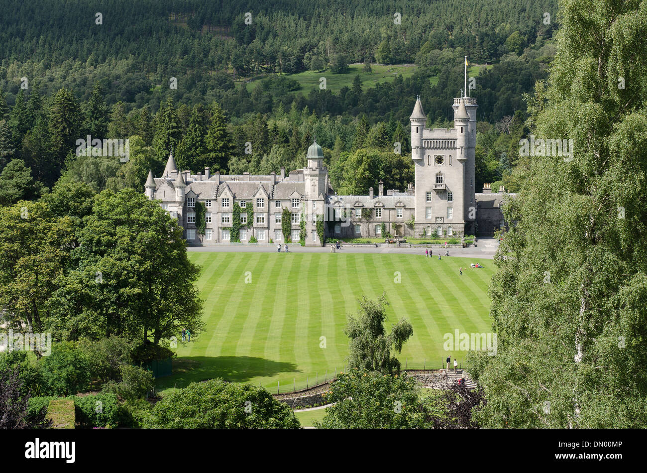 balmoral castle royal deeside with garden and  lawn - Stock Image