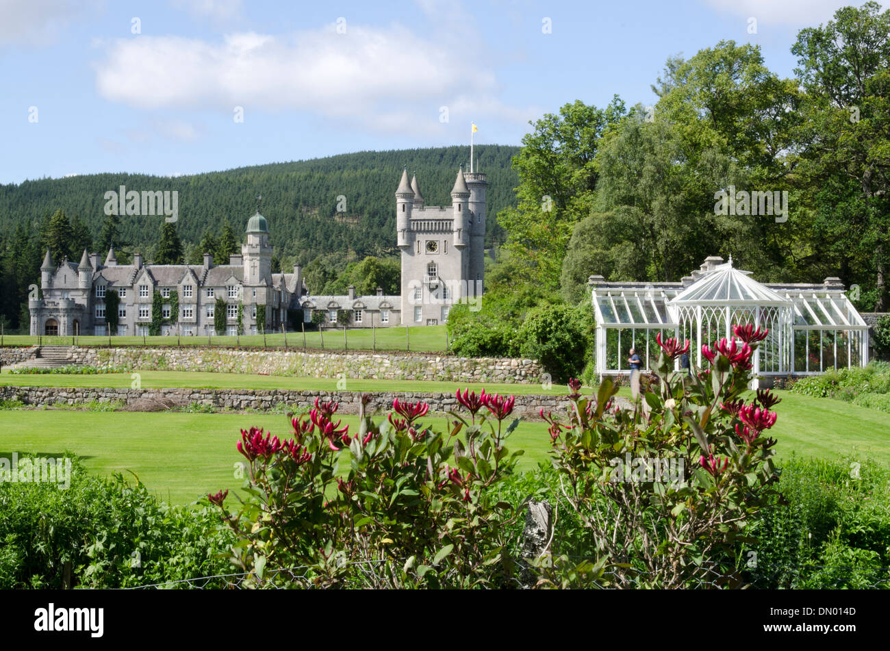 balmoral castle royal deeside with garden & conservatory - Stock Image