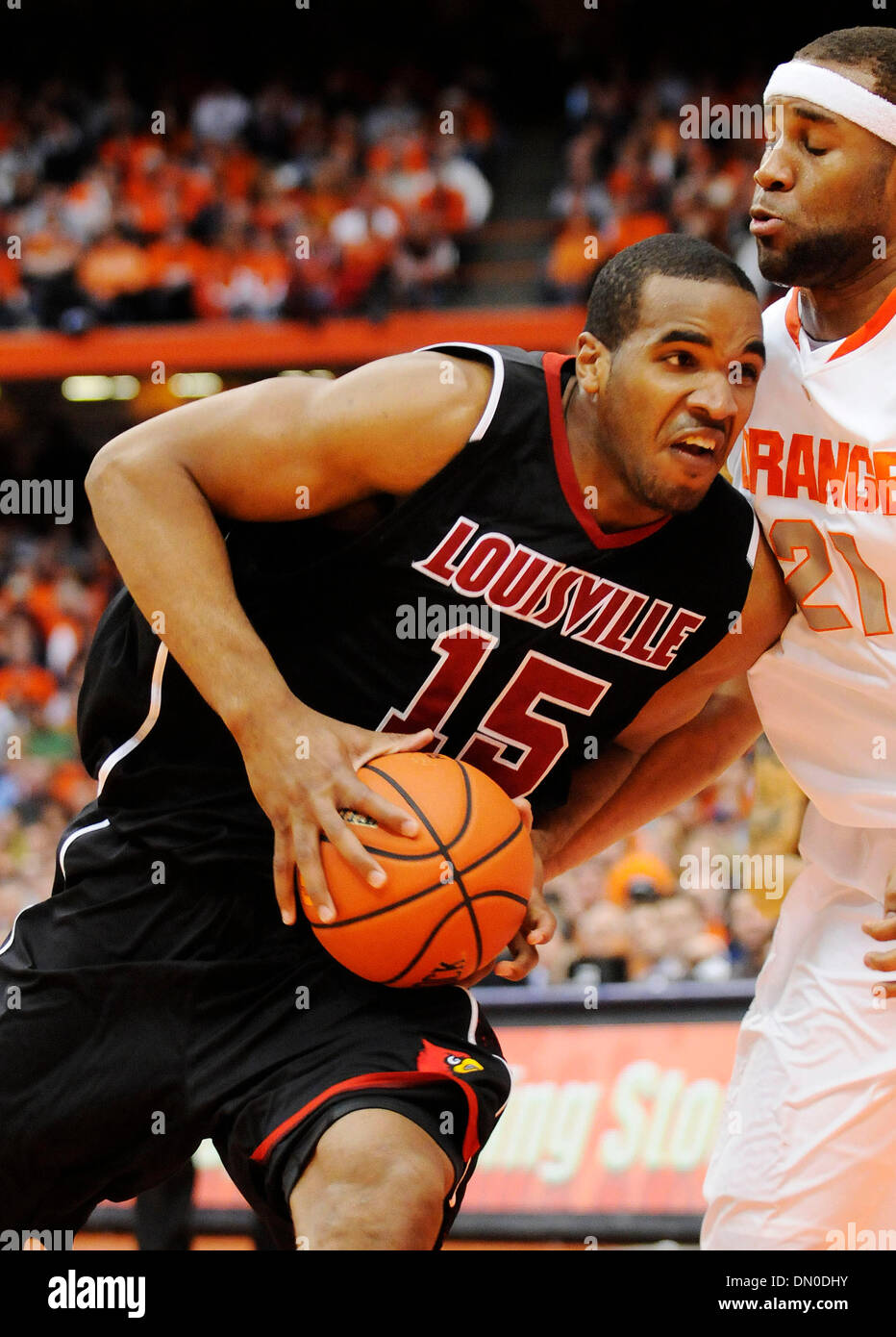 February 14, 2010: Louisville forward Samardo Samuels (15) gets by the Syracuse defense at the Carrier Dome.  Louisville - Stock Image