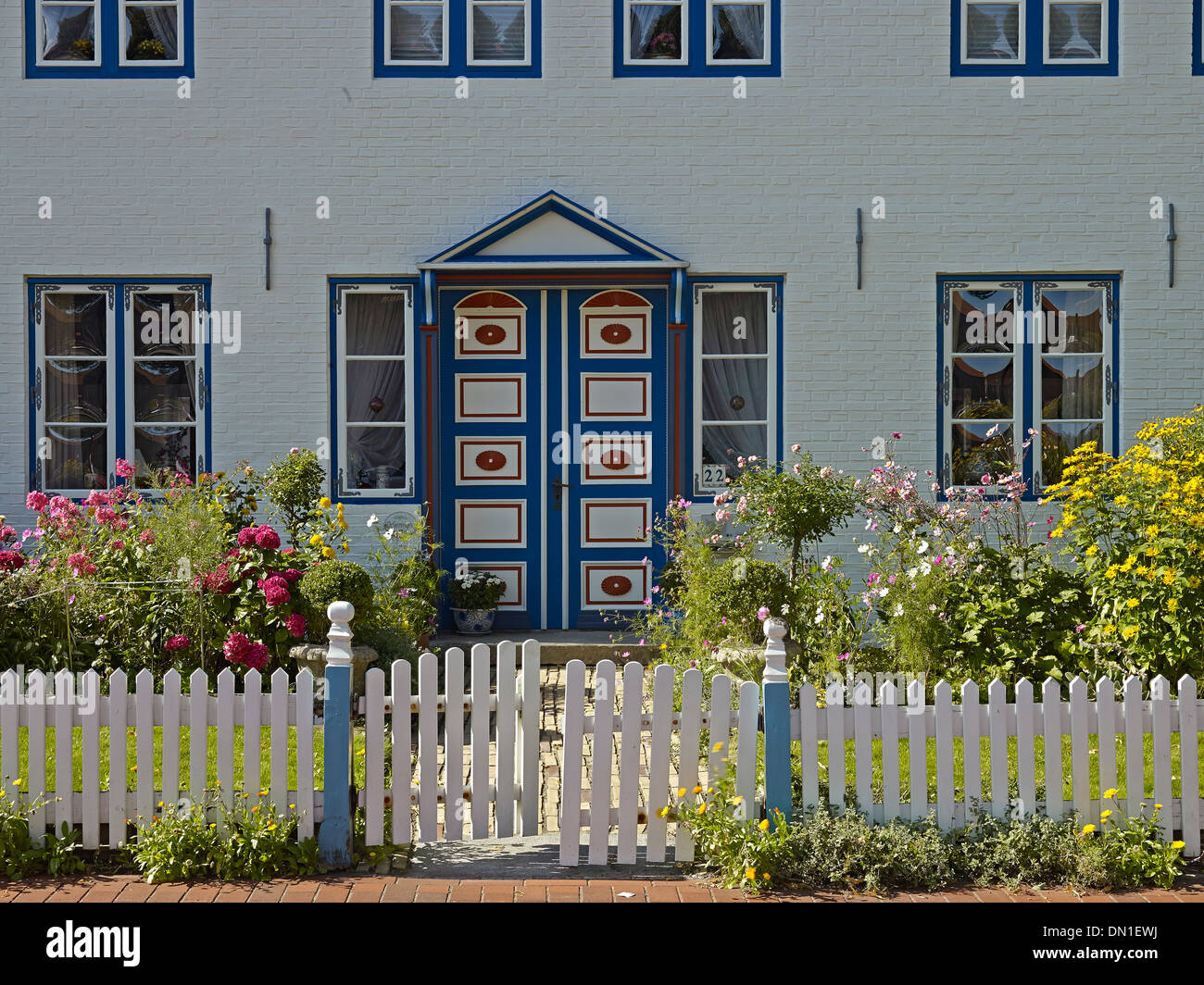 House with front yard at the port in Toenning, North Frisia, Schleswig-Holstein, Germany - Stock Image