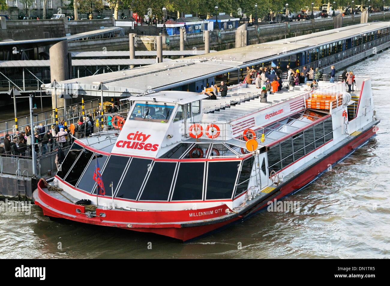 City Cruises boat on the River Thames, Victoria Embankment, London, England, UK - Stock Image