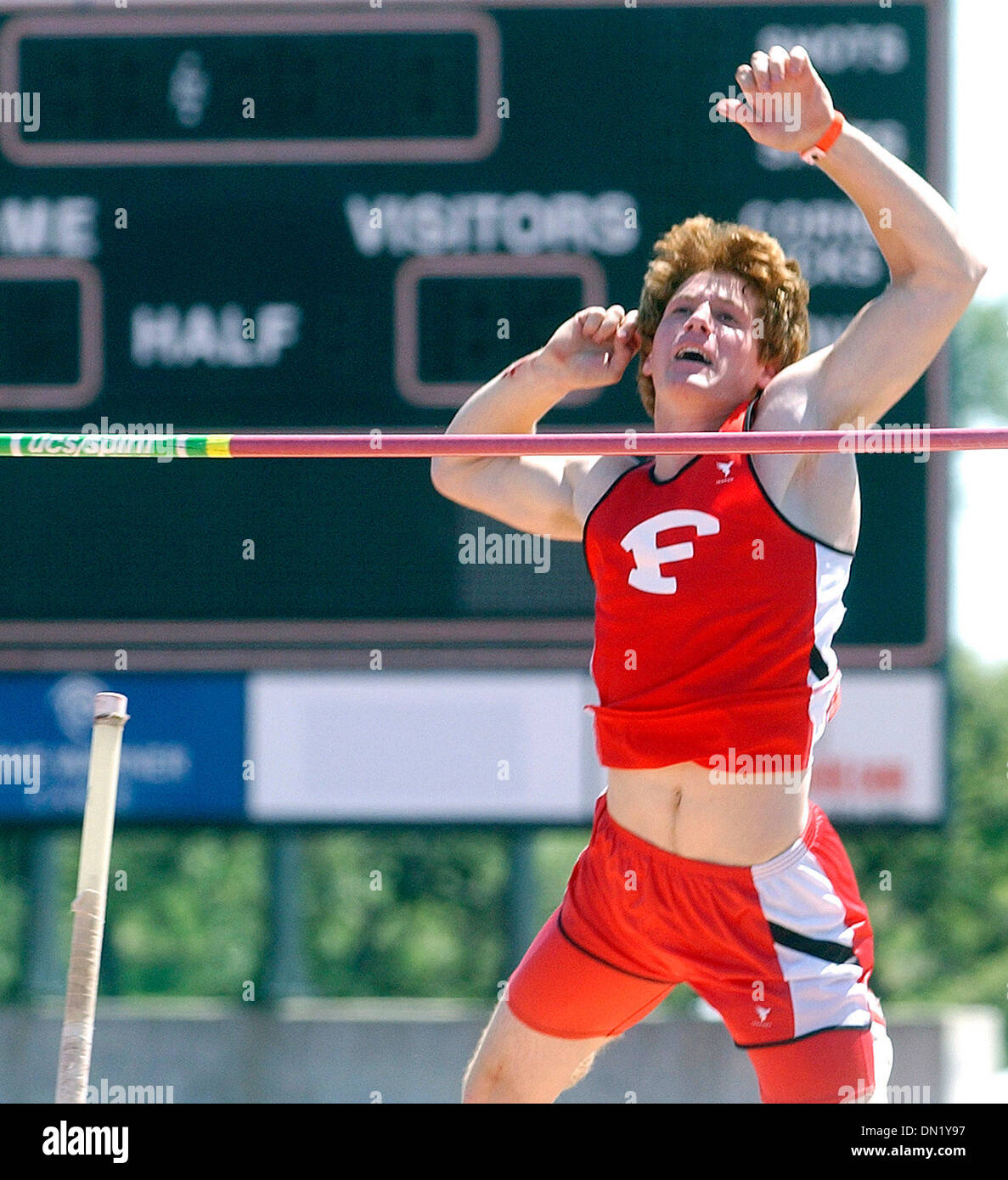 Apr 07, 2006; Austin, TX, USA; ATHLETICS: Victor Weirich clears the bar for the winning vault in a jump off for the high school division of the pole vault at the Texas Relays. Mandatory Credit: Photo by T Reel/San Antonio Express-News/ZUMA Press. (©) Copyright 2006 by San Antonio Express-News - Stock Image
