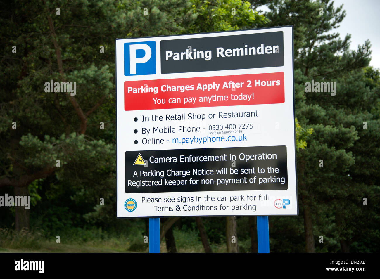 UK Motorway Services Parking Charge Sign Notice - Stock Image
