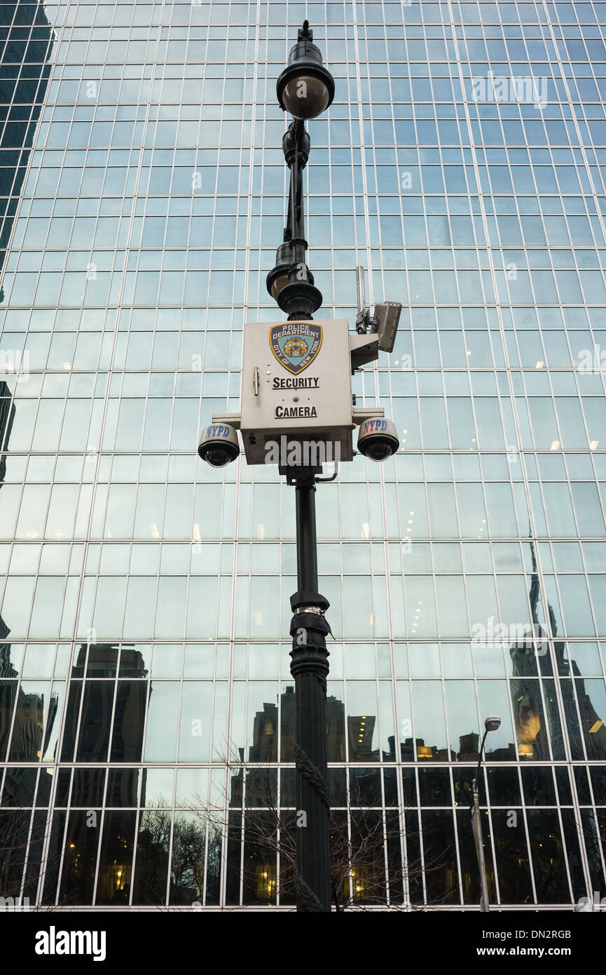 NYPD Security Camera in 42nd street and 6th AVE, Bryant Park - Stock Image