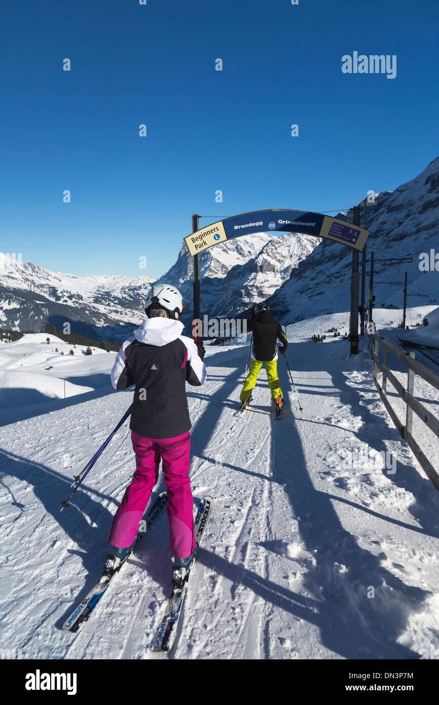 skiers at start of  Beginners Park trail from Kleine Scheidegg to Brandegg and Grindelwand, Bernese Alps, Switzerland - Stock Image