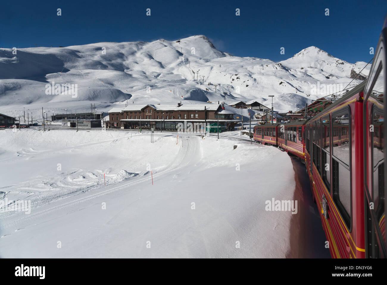 Jungfraubahn Railway cars pulling into Kleine Scheidegg railway station, Bernese Alps, Switzerland - Stock Image