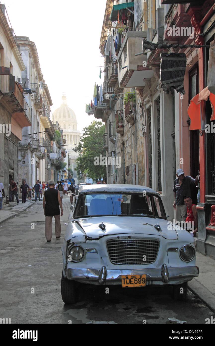 1959 or 1960 Studebaker Lark, Calle Brasil (Teniente Rey), Old Havana (La Habana Vieja), Cuba, Caribbean Sea, Central America - Stock Image