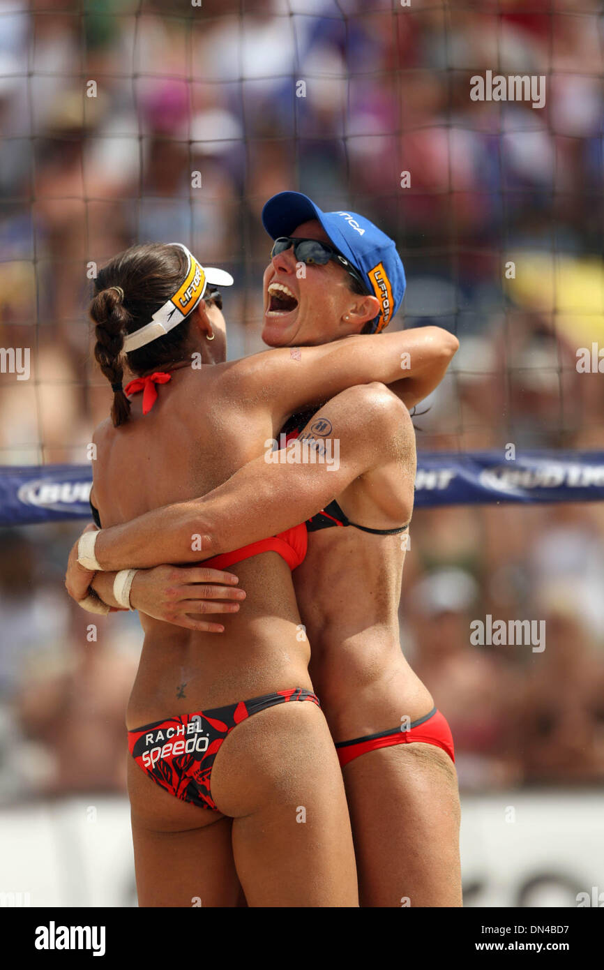Jun 11, 2006; Hermosa Beach, CA, USA; ELAINE YOUNGS and RACHEL WACHOLDER beach Misty May and Kerri Walsh in the finals of the AVP Professional Beach Volleyball - Hermosa Beach, CA. Mandatory Credit: Photo by Wally Nell/ZUMA Press. (©) Copyright 2006 by Wally Nell - Stock Image