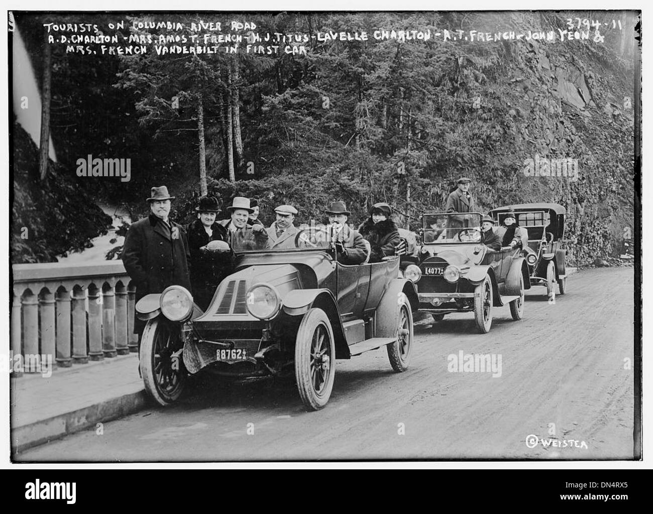 Tourists on Columbia River Rd. -- French Vanderbilt party [named on neg.] (LOC) - Stock Image