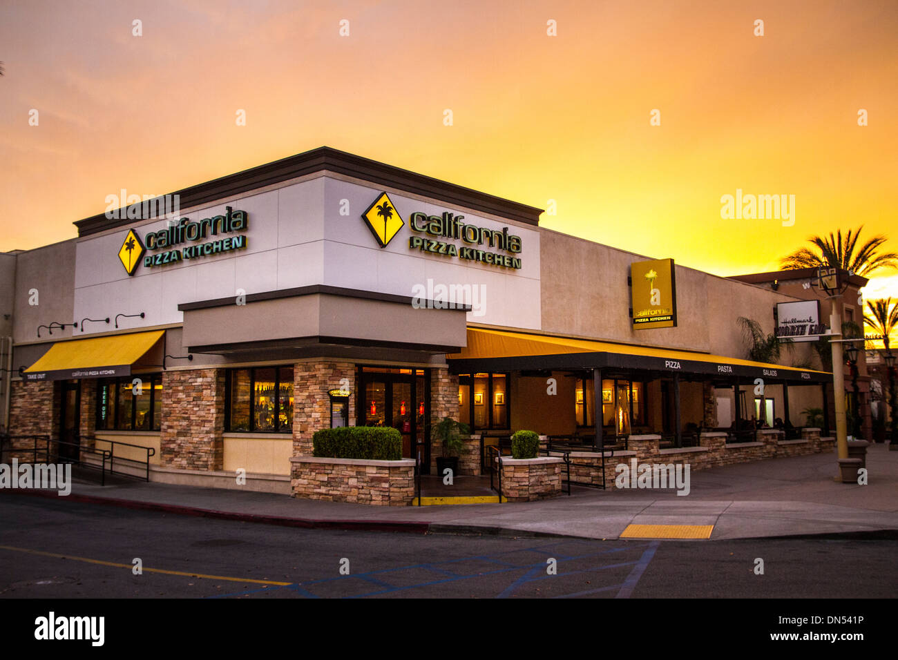 California Pizza Kitchen High Resolution Stock Photography And Images Alamy