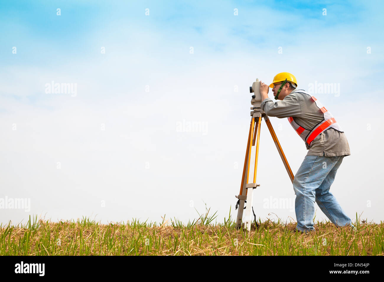 Surveyor engineer making measure on the field - Stock Image