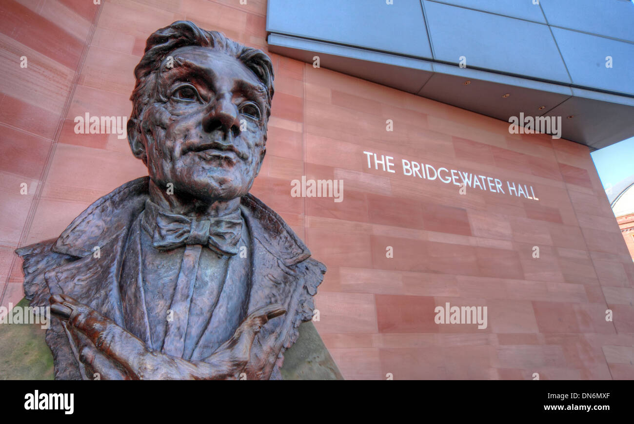 Sir John Barbirolli by Byron Howard Statue Bridgewater Hall international concert venue Manchester city centre England UK - Stock Image