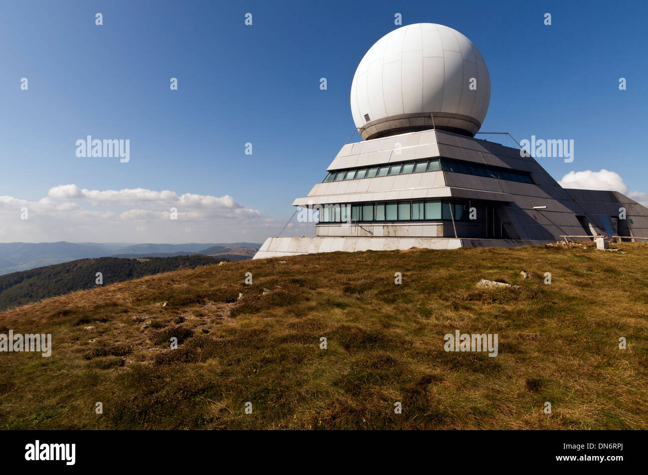 Elk213-2988 France, Alsace, Route des Cretes, Grand Ballon air traffic control facility - Stock Image