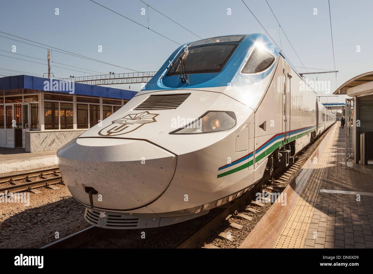 Afrosiyob Samarkand to Tashkent fast train, Samarqand railway station, Samarkand, Uzbekistan Stock Photo