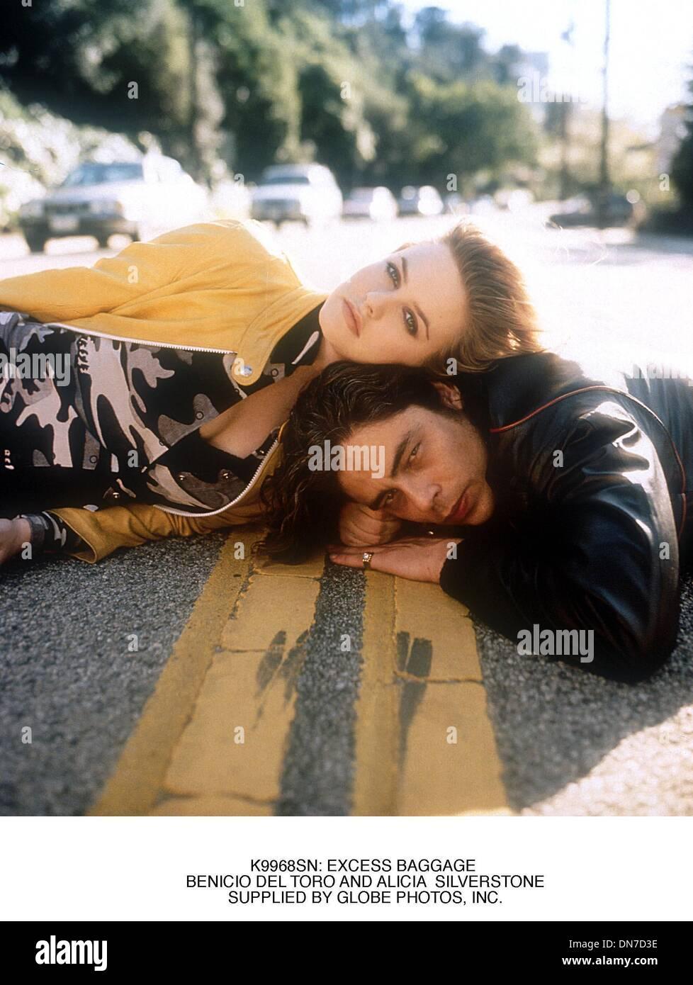 Jan. 16, 2001 - K9968SN: EXCESS BAGGAGE .BENICIO DEL TORO AND ALICIA  SILVERSTONE.SUPPLIED BY (Credit Image: © Globe Photos/ZUMAPRESS.com) - Stock Image
