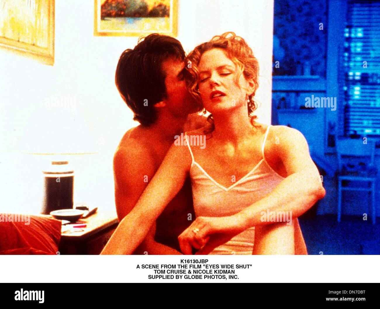 June 22, 2001 - K16130JBP.A SCENE FROM THE FILM ''EYES WIDE SHUT''.TOM CRUISE & NICOLE KIDMAN.SUPPLIED BY (Credit Image: © Globe Photos/ZUMAPRESS.com) - Stock Image