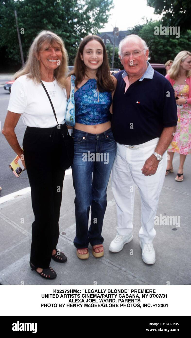 July 7, 2001 - K22373HMc: ''LEGALLY BLONDE'' PREMIERE.UNITED ARTISTS CINEMA/PARTY CABANA, NY 07/07/01.ALEXA JOEL W/GRD. PARENTS. HENRY McGEE/   2001(Credit Image: © Globe Photos/ZUMAPRESS.com) - Stock Image